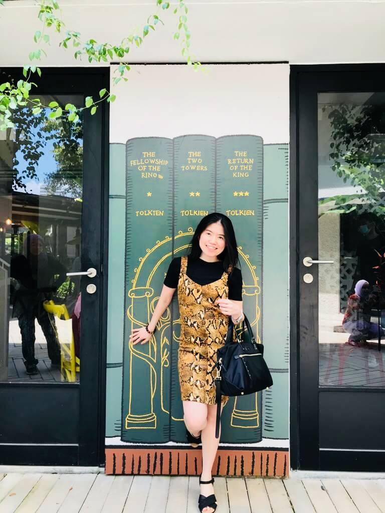 asian girl smile short hair snake pattern dress heels kenny hills bakers ampang_agirlnamedclara