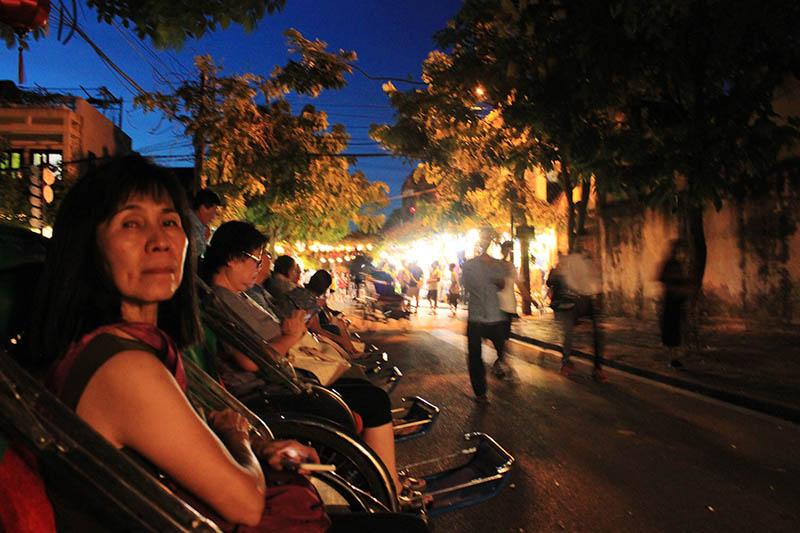 tourist sit on rickshaw hoi an night market agirlnamedclara