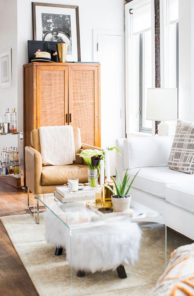 Living room inspiration: Clear acrylic coffee tables - A ... on Coffee Table Inspiration  id=99773