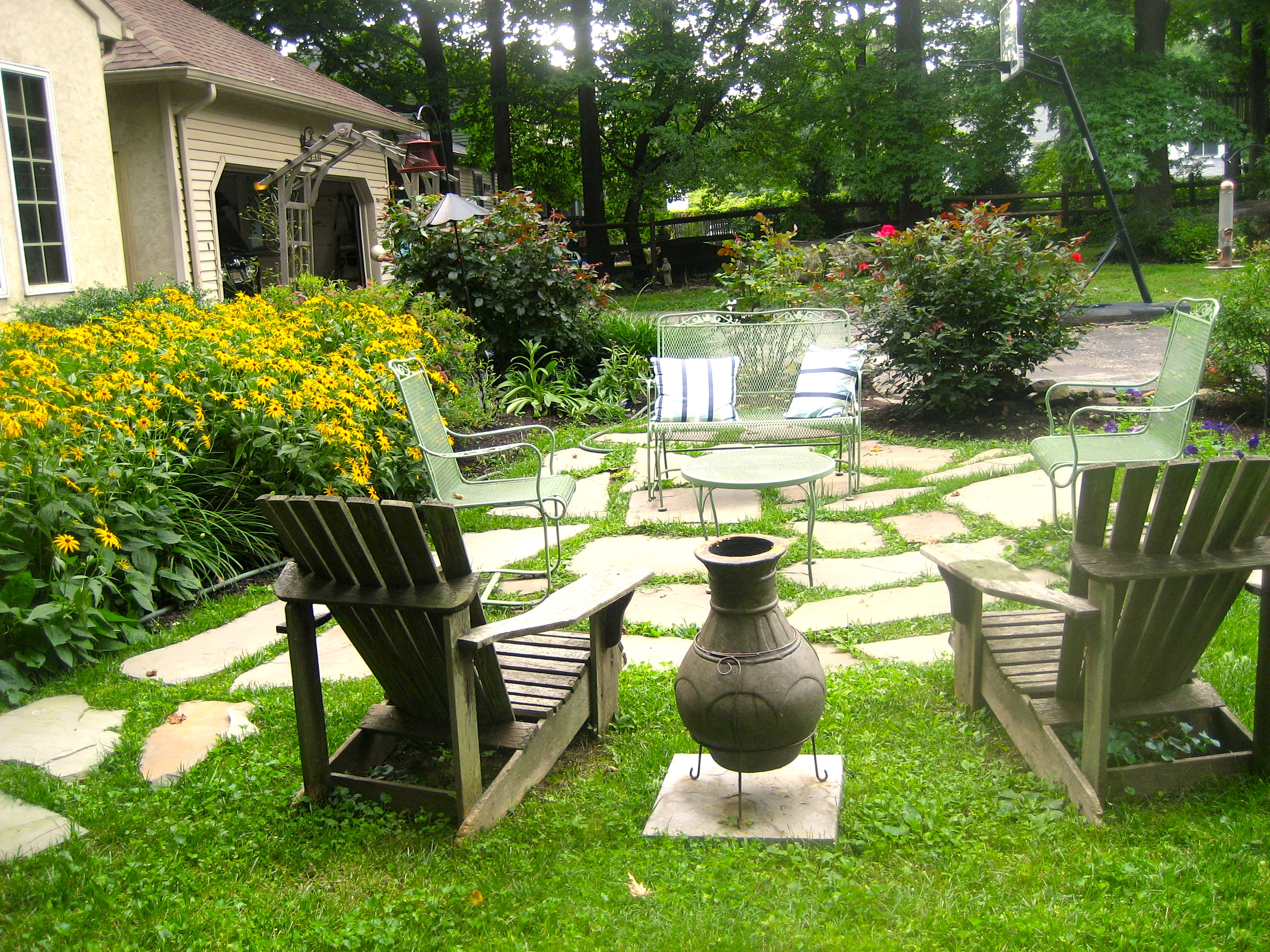 A Quick and Dirty Flagstone Patio | A Girl's Guide to DIY on Flagstone Backyard Patio id=87570