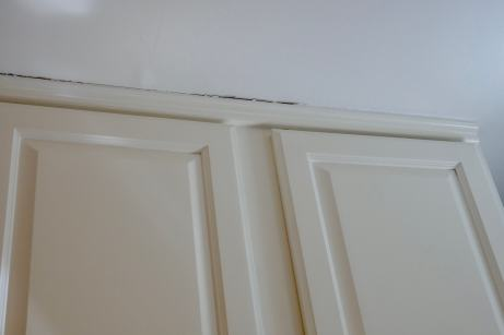 gap between cabinets and ceiling