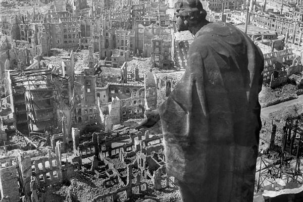 Ο βομβαρδισμός της Δρέσδης και οι βομβαρδισμοί στον Β' Παγκόσμιο