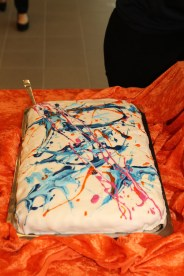 Aglo-kake med innlagt kunst.