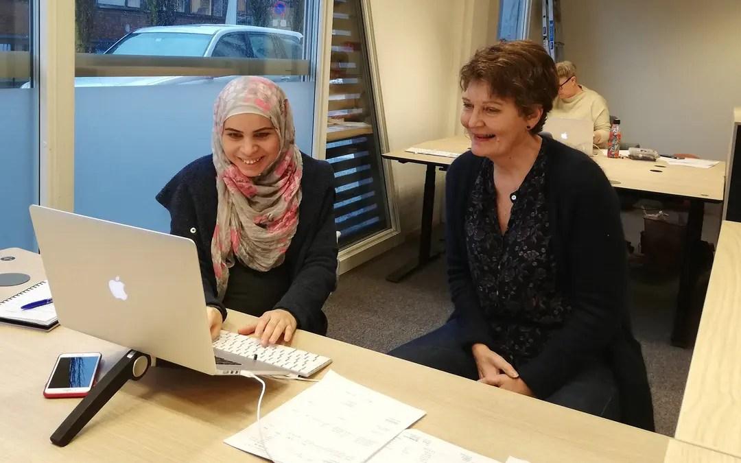Wafaa trives på kontoret