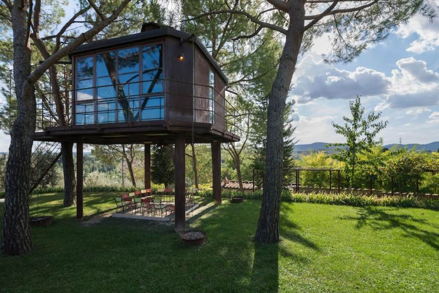 Weird Airbnb Treehouse Italy