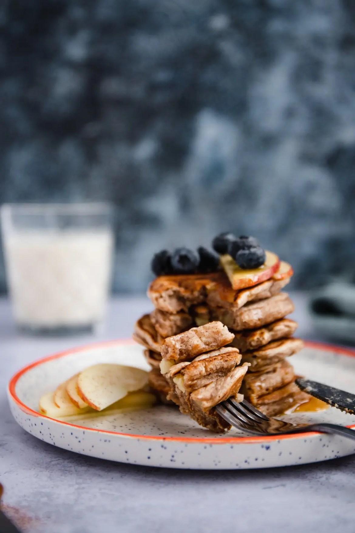 Healthy Vegan Apple Pie Pancakes