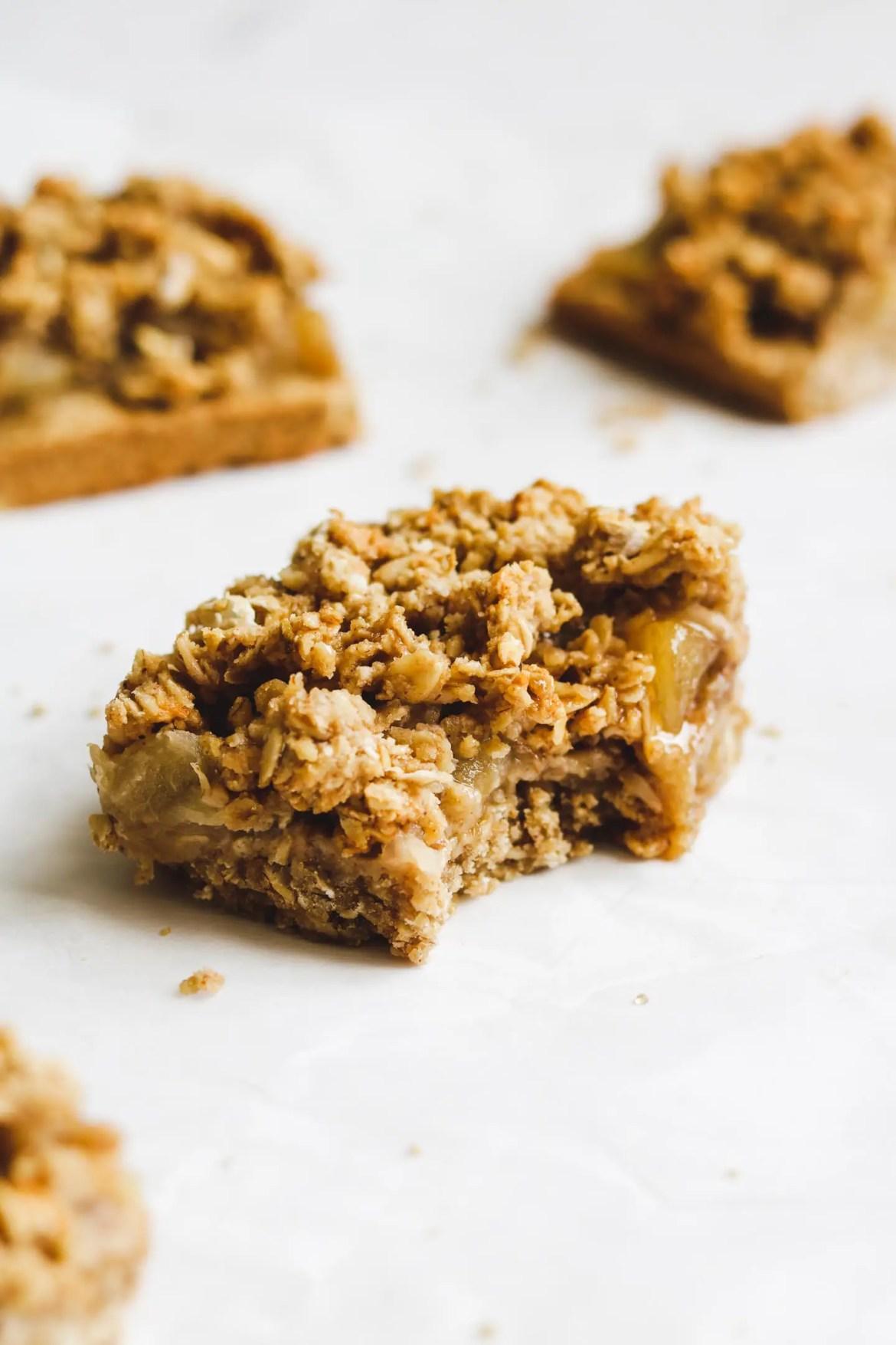 Healthy Apple Oatmeal Crumble Bars
