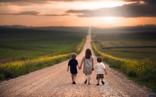 Не ожидайте пассивно великих событий. Счастливую жизнь не подносят на блюдечке. Её добывают в битве, её строят, её защищают с мужественным постоянством...