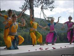 5 На территории туристско-рекреационной зоны «Бирюзовая Катунь» открыт памятник Николаю Рериху
