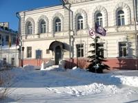 Знамя Культуры и Флаг Земли над Музеем истории города Ярославля