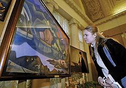 Творчество Рерихов и сегодня привлекает внимание зрителей. Фото: АНАТОЛИЙ МОРКОВКИН