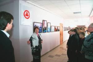 Член отделения МЦР Л.М.Шестирекова открывает выставку «Тайны звёздного неба»