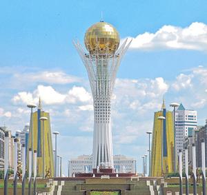 Центр Астаны. 93-метровая башня «Байтирек»