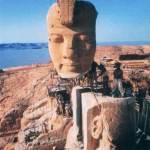 Одна из гигантских статуй храма Амады во время переноса на новое место. 1964 г.