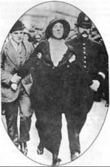 Οι Αμερικανίδες απεργοί διεκδικούν τα δικαιώματά τους. Η αστυνομία κάνει συλλήψεις («Εφημερίς των κυριών» 31.12.1900)