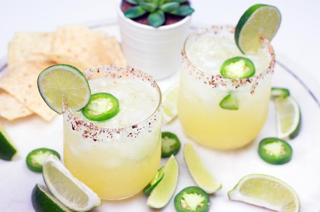 Spicy Fizzy Skinny Margarita for Cinco de Mayo   A Good Hue