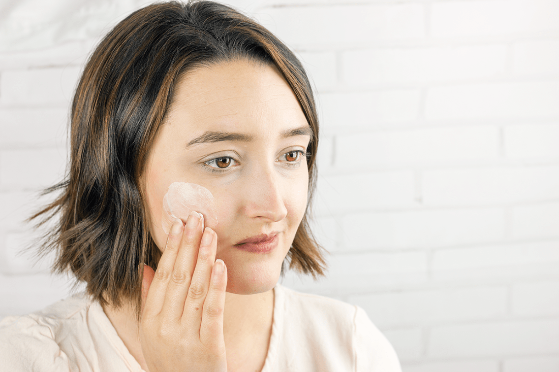 Spring Skincare Routine: m/f people Hyaluronic Face Cream for hydrated, moisturized skin | A Good Hue