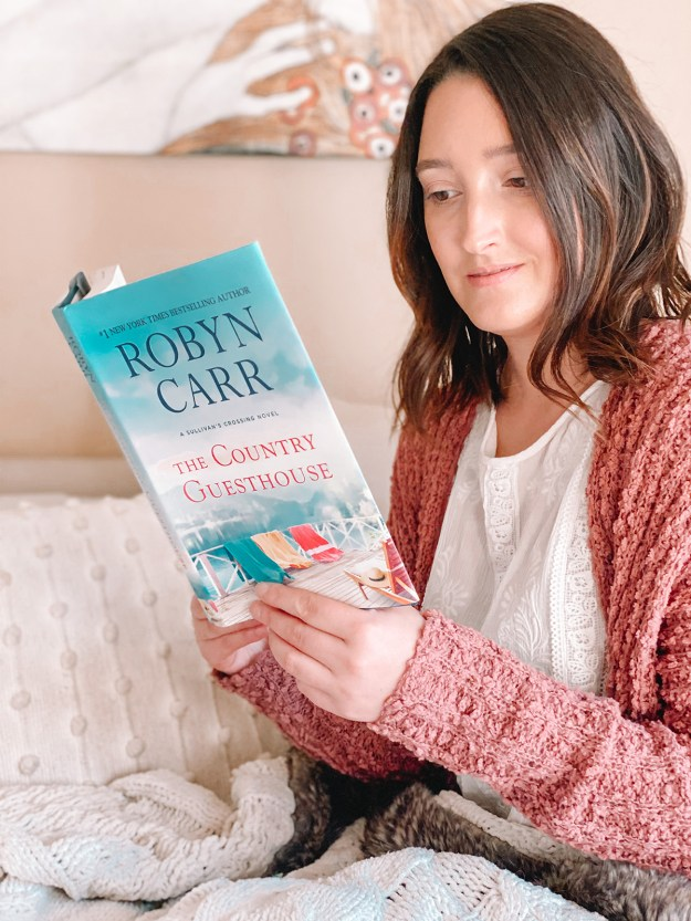 The Country Guesthouse, Robyn Carr Review | A Good Hue