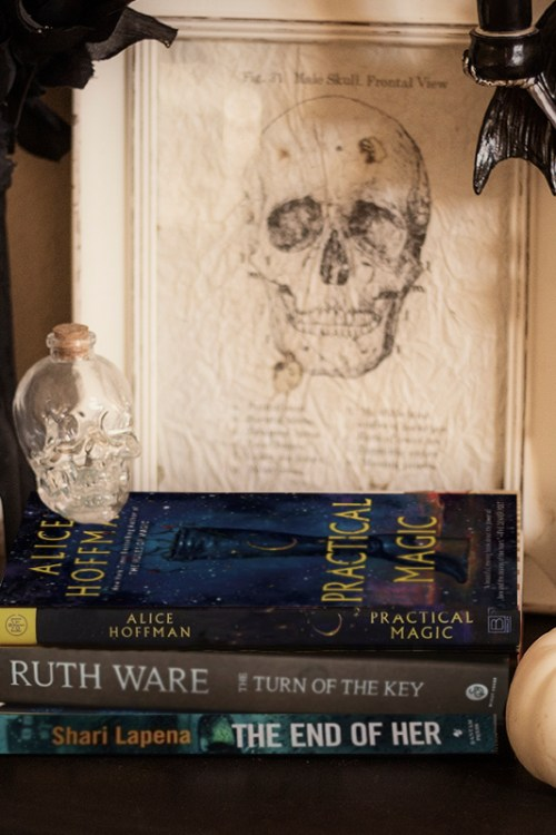 8 Halloween Books to Get in a Spooky Mood
