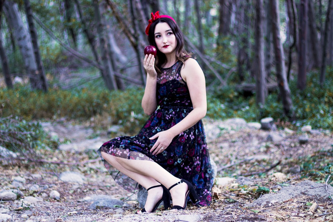 Snow White Inspired Halloween Costume | A Good Hue