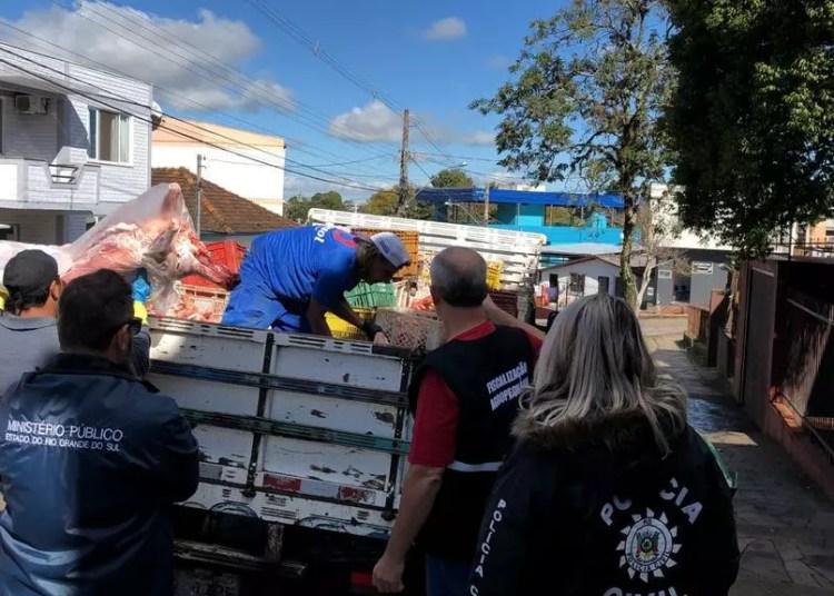 Os agentes apreenderam cerca de 1,9 tonelada de produtos impróprios para o consumo. Foto: Divulgação/MPRS