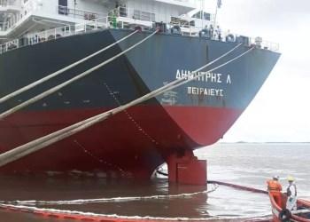 o navio que originou o vazamento de óleo foi identificado como Dimitris L. Foto: Divulgação/SUPRG