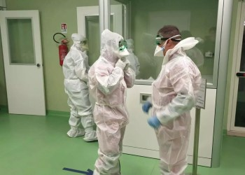 Medical personnel at Rome's Fiumicino airport prepare to check passengers arriving from China's Wuhan for signs of coronavirus in Rome, Italy, January 23, 2020. Aeroporti di Roma (AdR)/Handout via REUTERS. ATTENTION EDITORS - THIS IMAGE HAS BEEN SUPPLIED BY A THIRD PARTY. MANDATORY CREDIT. NO RESALES. NO ARCHIVES.