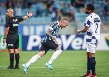 Everton foi o destaque da partida. Foto: Lucas Uebel/Divulgação