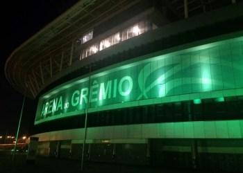 Arena do Grêmio iluminada de verde durante a pandemia do novo coronavírus. Foto: Arena/Divulgação