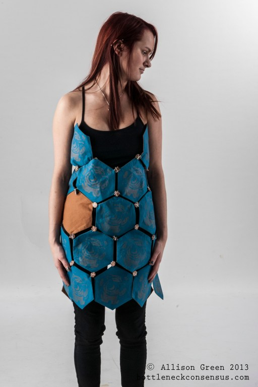 Hexagon Apron Vivacity Armour - Allison Green