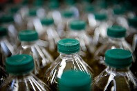Botellas de aceite y sus tapones
