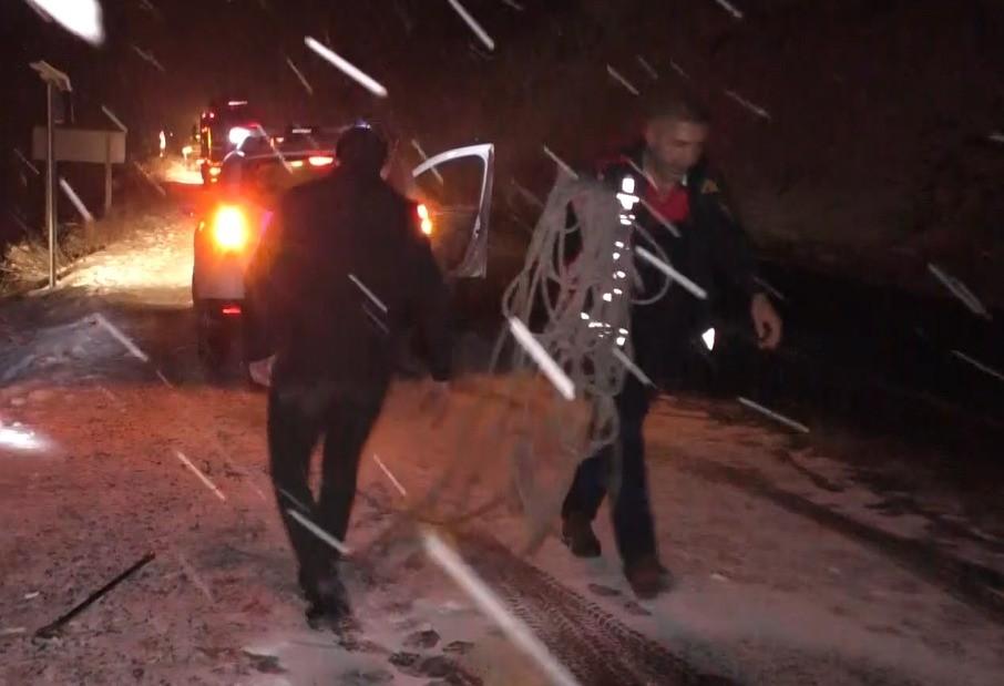Otomobil uçurumdan yuvarlandı: 1 yaralı