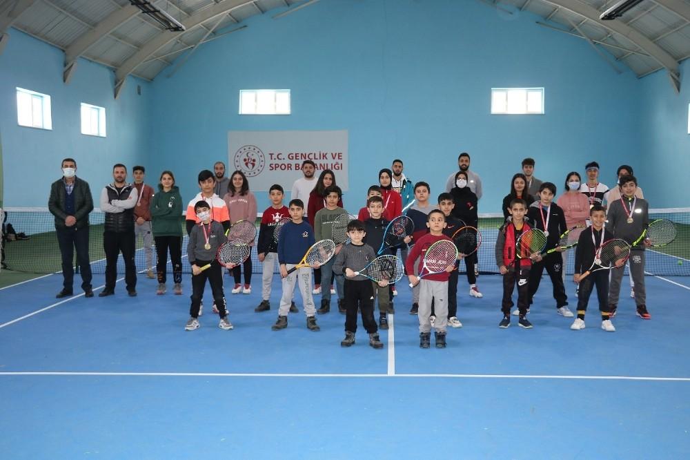 Ağrı'da İstiklal Marşı'nın Kabulü ve M.Akif Ersoy Anma Tenis Turnuvası düzenlendi