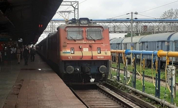 झांसी मंडल ट्रेन लूटकांड:24 दिन बाद भी खुलासा नहीं कर सकी 3 सुरक्षा एजेंसी , मंडल से रोज 140 ट्रेनें गुजरती है, सिर्फ 38 ट्रेनों में ही चलती है पुलिस एस्कॉर्ट