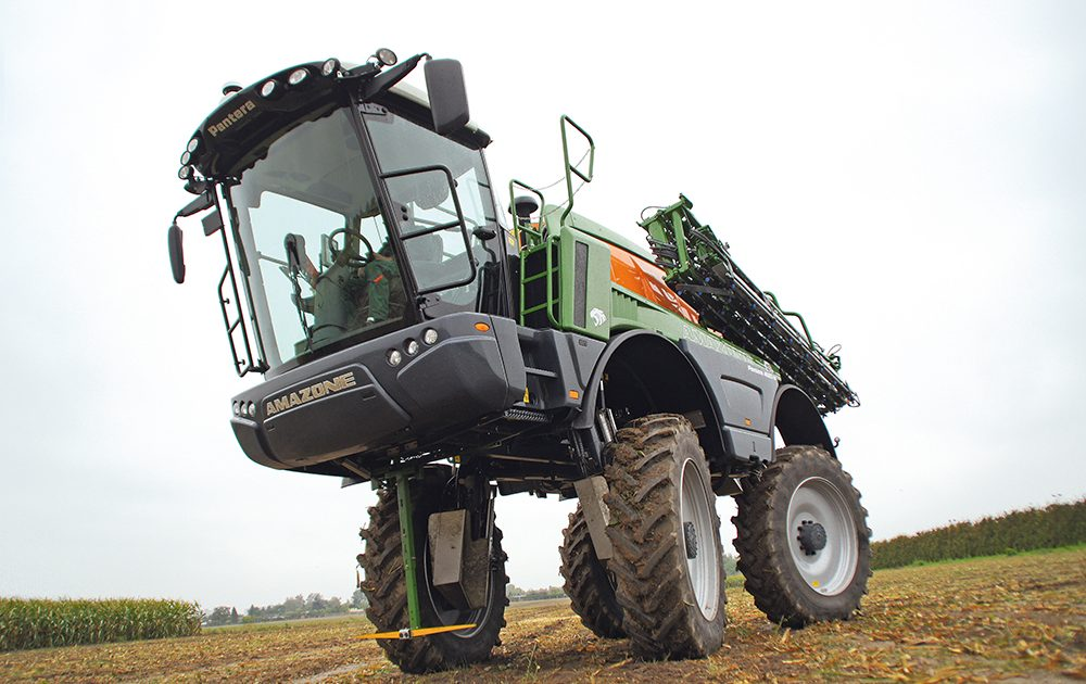 Akkertest-Amazone-Pantera-4502-H-Op-hoge-hakken-door-de-mais-Agri-Trader-11