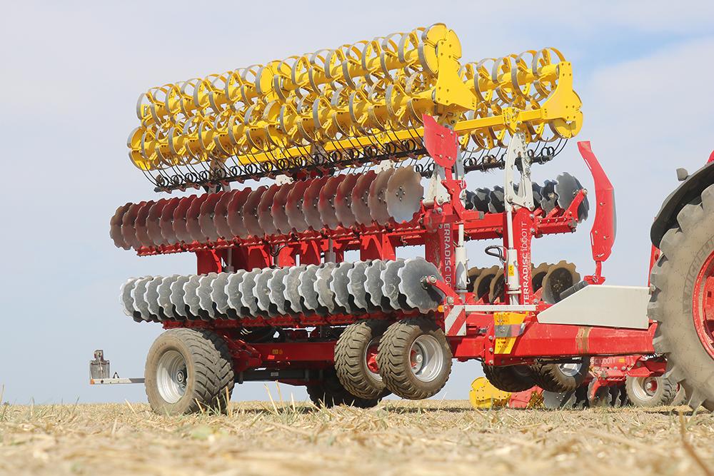Pöttinger Terradisc van 8 en 10 meter werkbreedte Agri Trader Test Jaarboek (2)