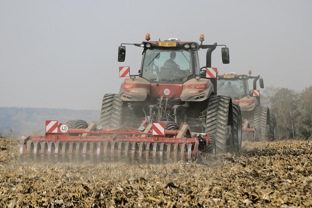 Doorvoer vraagt rijsnelheid bij cultivator Agri Trader Test Jaarboek (18)