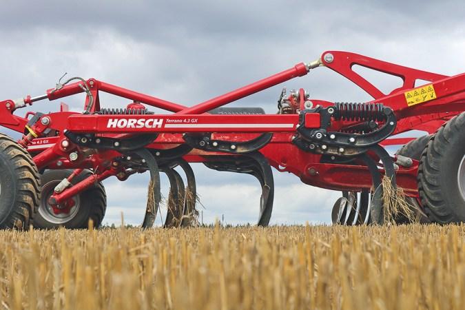 Doorvoer vraagt rijsnelheid bij cultivator Agri Trader Test Jaarboek (3)