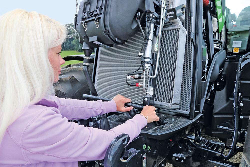 Deutz-Fahr 8280 - Transportspecialist met nieuwe transmissie - Agri Trader Test Jaarboek - (4)
