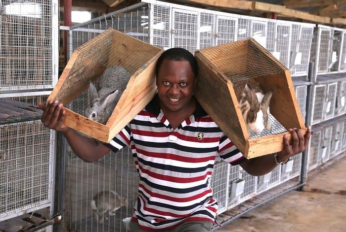 rabbit-farmer-in-rabbitry