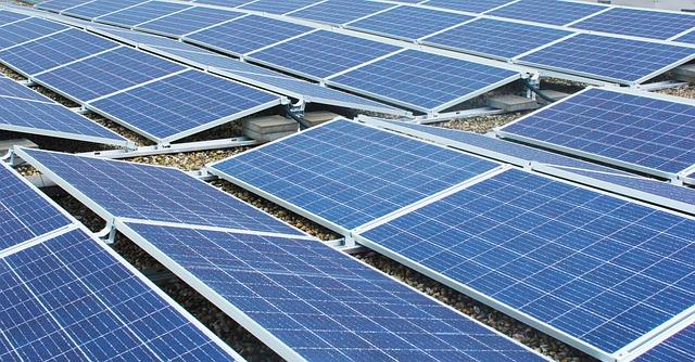 Paneles solares capturando la energía del sol