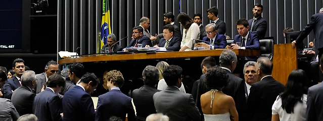 a _ plenário camara 28
