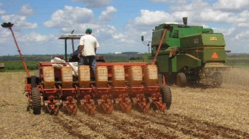 embrapa trabalhador maquina agricola