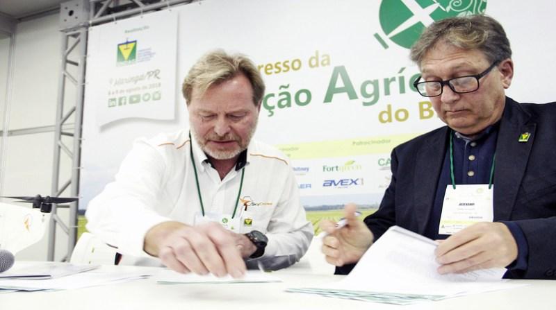 parcera drones aviacao agricola Ulf Botgawa e Julio Kämpf (1)