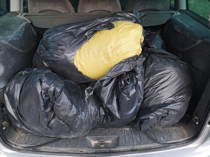 Policjanci przechwycili ponad 100 kilogramów nielegalnego tytoniu