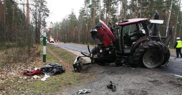 ciągnik, wypadek ciągnika, wypadek, ciężarówka zderzyła się z traktorem