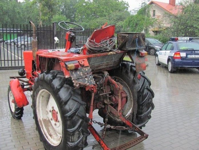 Wjechał ciągnikiem do sklepu, rolnik, rolnictwo, portal rolny, wypadek ciągnika, policja