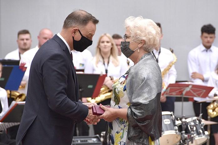 Prezydent RP Andrzej Duda uhonorował cztery osoby Złotymi Krzyżami Zasługi