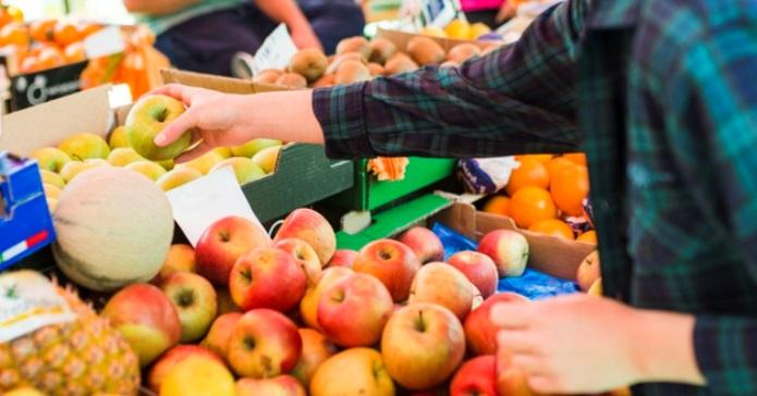 Unia Owocowa, owoce, jabłka, naklejki na owocach
