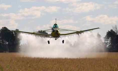 Agroquimicos-AvionPulverizando-630